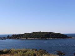 「道の駅 すさみ」から見た江須崎という島と海。