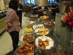 ★★★★ 12/11 ★★★★ ペルー>リマ>Sheraton Lima Hotel & Convention Center 朝食です。1Fのレストランでバイキングです。朝食レストランの営業が午前3時からと、出発時刻が早めの宿泊客にも配慮されています。温かめの料理は午前6時ごろからですね。