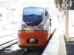 ほぼ定刻通りに弘前駅に到着。電車を見送ろうとホームで待っていたら、なんと津軽三味線が発車メロディになっててビックリ! 「津軽じょんがら節」という民謡だそうです。