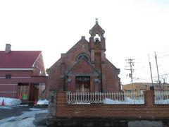 一戸時計店時計台の正面に続く道をゆくと、弘前昇天協会。大正10(1921)年築のレンガ造りの教会です。太陽の位置の関係で逆光となり、撮影しづらい……。