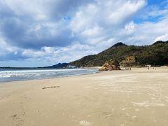 出雲大社から徒歩20分程度の稲佐の浜にやってきました。晴れていてとってもきれい。日本書紀にも登場する、重要な浜のようです。