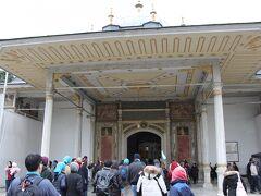 トプカプ宮殿前に到着。