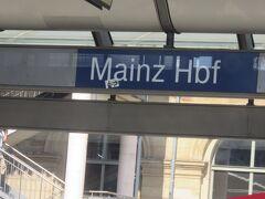 MAINZ中央駅に到着!!  そう言えばかなり前にこのMAINZの街を簡単に散策しました・・・  またいつかゆっくり見て回りたいと思います!!   さてさて  本来乗っていた電車はここでSバーンに乗換え予定でしたが  この電車はこのままFRANKFURT中央駅に向かいます!