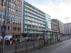 今回のホテルは中央駅のホント目の前!!  HOTEL EXCELSIOR!!  立地の良さと安さで選びましたが  日本人がとても多くてなんとも・・・  姉妹ホテルでもある隣のHOTEL MONOPOLにはかつて泊まったことあります!!
