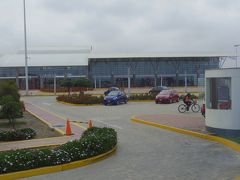 ピスコの空港に着きました。 町中と全然違って近代的できれい。