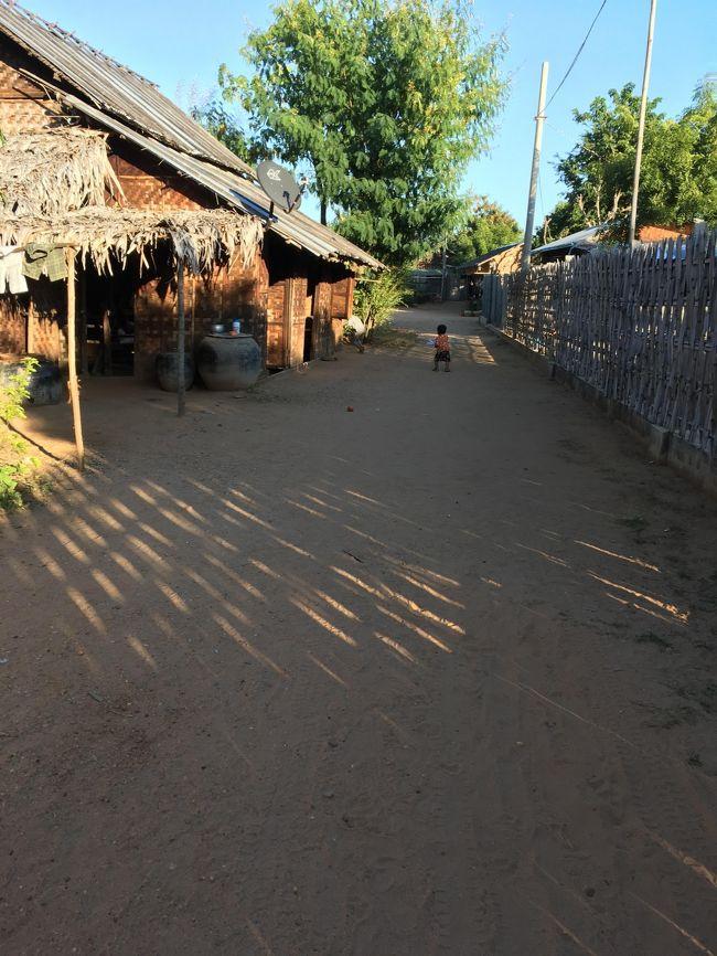 さて、このルートのメインは、ミンナントゥ村訪問。<br /><br />ミンナントゥ村はニャウンウー村から南へ8kmの位置にある。<br /><br />私はお宅訪問、村訪問、大好き。<br /><br />村に着くと、待っていたかのように10代の若い女の子が近づいてくる。<br />案内しますからついてきてと。<br /><br />要は勝手に回るな、と言うことなのかな、と思い大人しくついていくことにした。<br />
