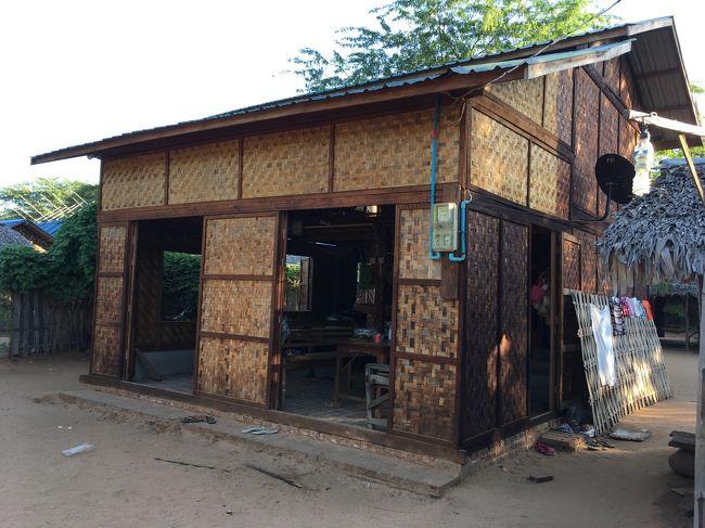 壁は薄い木を編み込んで作られている。<br />通気性に優れた作り。<br />湿気を溜め込まないそうだ。