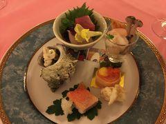 川奈ホテルでは和洋折衷の夕食です。最初は和食で先付け。お刺身はしょうゆのジュレがついています。