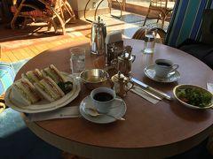 ホテルをチェックアウトしたあとサンパーラーの喫茶で軽めに昼食。