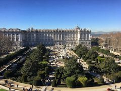 王立劇場から見た宮殿。