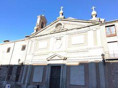 デスカルサス・レアレス修道院の横にちょっとした広場があり、そこのベンチで休憩。 タバコを吸いながら、休憩していました。