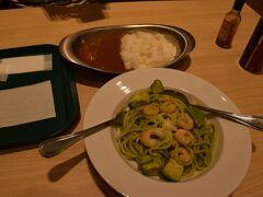 これからインドへ行くのに 仙台空港で、カレーを食す。