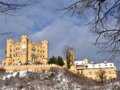 ノイシュバンシュタイン城へ向かう途中にあるホーエンシュヴァンガウ城 ノイシュバンシュタイン城の観光を終えた後の時間で十分見に行ける 中に入るには別途料金が必要なため、自分は城の周囲をうろちょろ