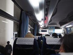 レンタカーはリニューアルオープンしたタイムズカーレンタルで。 ハイシーズンのためか、なんと観光バスで送迎。 すごい、タイムズカーレンタルはここまで繁盛しているのか?