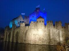 お城のイメージぴったりの城が町中にあるため、時間があれば行きたかったのですが今回は外から見るだけ。