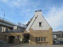 公園内にあるヴェルニー記念館 「横須賀製鉄所をつくりあげたフランス人技師ヴェルニーの功績と、横須賀製鉄所の意義を永く後世に伝えるために建てられた施設」だそうです。