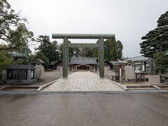 名残惜しい宿を後にして、 兼六園方面へ向かいます。  金沢神社のすぐ隣にあた護国神社へ参拝