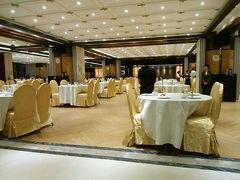 夜ご飯は南京路の北京ダックで有名な「燕雲楼」へ。夕方5時開店で、開店すぐだったためか空いていました。