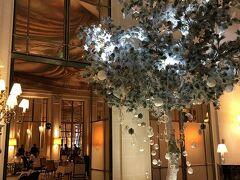 【 le Tea Time de Noel @ Restaurant Le Dali 】  17時から,ル・ムーリスのレストラン・ル・ダリで,クリスマス・アフタヌーンティー(ひとり 74 EUR, 約9,300円)。 19:30開演のオペラ座のガラコンサート前の腹ごしらえです。