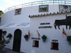 ミハス闘牛場  1900年に完成したスペイン最小の闘牛場  冬季はオフシーズンのため闘牛を観る事はできません。