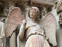 『弾丸 パリ旅行記(ブログ)』は四部構成になっています。パリからランスへの半日旅行につきましては, ④ランス大聖堂 微笑みの天使 と シャガールのステンドグラス   https://4travel.jp/travelogue/11406445 をご覧ください。