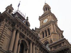 朝食後は歩いてシドニー市役所へ。 付近に数名のボランティアスタッフがいるのでいいアングルで写真を撮ってくれます。