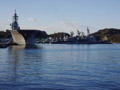 海自、横須賀基地。  護衛艦「いずも」の他にも、護衛艦が数隻停泊。