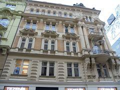 マサリコヴァ通りの建物を見ながら自由広場に向かいました。