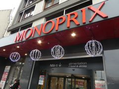 モンパルナスの目的地はここのモノプリ。 大型店でお土産調達には便利そうだと期待しての訪問です。