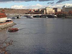 橋の上はかなりの混雑です。