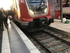 1月2日 午前ハイデルベルク観光午後15:00頃フランクフルトへ戻り  ハイデルベルクからフランクフルトへ帰る予約電車が変更になった為、当初の予定より1時間早くフランクフルトに戻りました。  電車の乗換もありましたが、何とか無事にフランクフルト到着。この電車で戻ってきました。  さて本日の夕刻から夜までは、フランクフルト観光です。