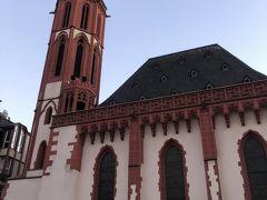 ニコライ教会  レーマ広場にあるこじんまりとした教会です。レーマ広場の建物に調和した佇まいです。