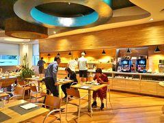 ベストウェスタンホテルボローニャの朝食会場は前夜に夕食を食べたレストランです。