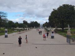 チュイルリー公園を通り、オランジュリー美術館へ行ってみましょう。