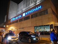 「リマ空港 ホテル ウィンダム」  リマ空港目の前にある空港ホテルウィンダムへ。