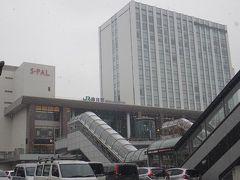 12月12日午前10時過ぎの仙台駅東口。 この冬最強の寒波が来ているとかで前夜から小雪がちらついていました。