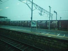 仙台からおよそ45分で終点小牛田駅に到着しました。 この駅は東北本線、石巻線、陸羽東線が交差する交通の要。 ホームは乗り換える人で活気がありました。