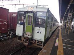 そんな中で、ちょっと寂しかった石巻線女川(おながわ)行き列車のホーム。 キハ110系ディーゼルカーの2両編成でした。