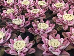ホテルの中央には蓮の花が一面に飾ってあります。 とても綺麗