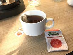 部屋に戻って口直しのお茶。