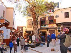 大きな広場はサファリーン広場で、ここは金物屋さんのギルドが集まる場所。
