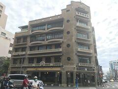 「林百貨」です。台南のシンボル的建物です。中にはカフェやお土産物や台湾デザイナーの製品などが売れています。