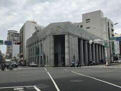 「旧日本勧業銀行台南支店」です。日本統治時代に旧日本勧業銀行(現在はみずほ銀行)の支店の一つとして建立されたそうです。現在は台湾の銀行の店舗になっています。