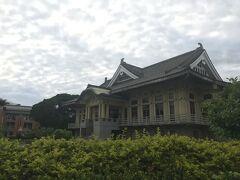 孔子廟の隣に立派な日本風建築がありました。日本統治時代に建てた武道館のようです。