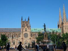 午後はセントメアリー大聖堂へ。フランスとかにありそうな立派な寺院です。