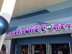 コンフェクショナリーのキャストさんから教えてもらい、トゥモローランドにあるショップ「トレジャーコメット」にやってきました。  ここへやってきた理由。それは…、