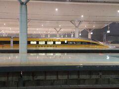おまけ  先日、鄭州東駅でCRH380A型のドクターイエローを見かけました。 ラッキー!