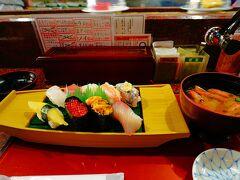 中にあったお寿司屋さんで昼食。 ランチセットで1300円位だったかな? 美味しかった~!