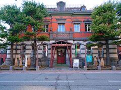 テケテケ歩いて旧秋田銀行本店だった「赤れんが郷土館」へ。