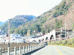 小田原市街を抜けて、箱根湯本駅前まで進んできました。 ここから箱根駅伝のコースに沿って、芦ノ湖まで山道を登っていきます。